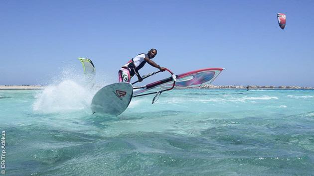 bon gros jibe en wind sur le lagon de Safaga