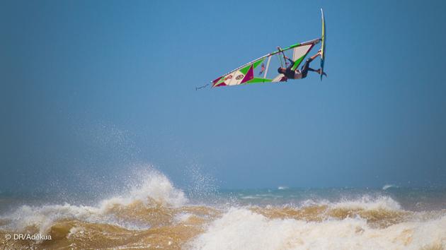 stage de windsurf dans les vagues à essaouira