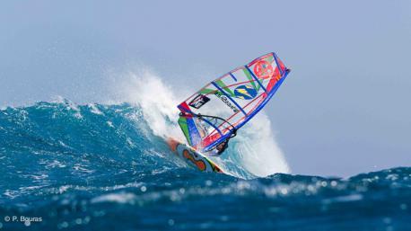 Yannick, votre agent expert windsurf à Fuerteventura, sur une de ses vagues préférées