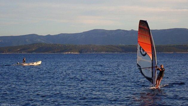 Profitez de vos sessions de windsurf pour découvrir les côtes de Sardaigne