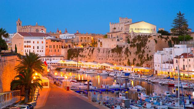Découvrez l'île de Minorque pendant votre séjour windsurf