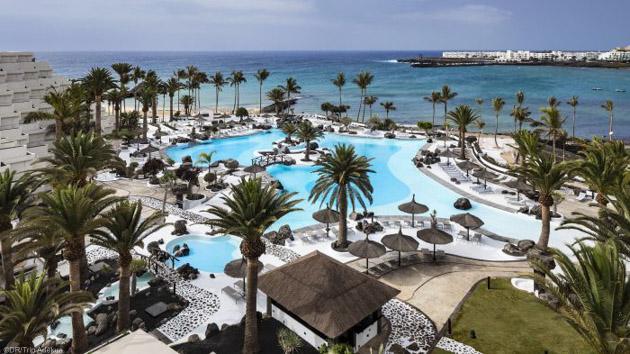 Un hôtel 5 étoiles avec piscine à Lanzarote aux Canaries