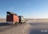 Soif d'aventures ? Partez sur votre planche pour un bivouac sous les étoiles dans le désert - voyages adékua