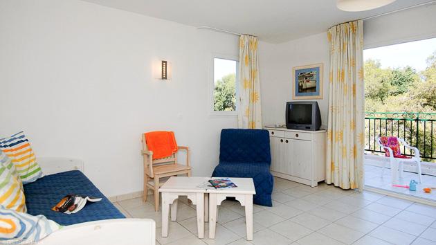 Un appartement confortable dans une résidence avec piscine à Six Fours