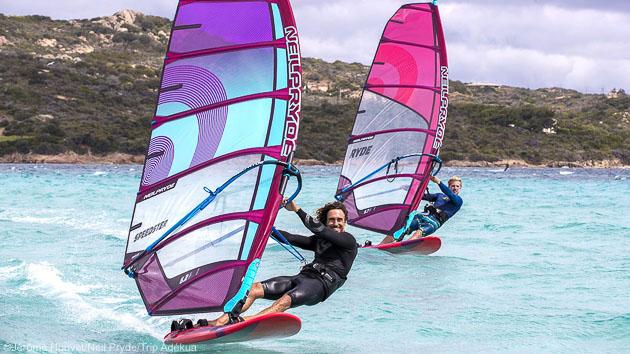 Naviguez sur les plus beaux spots de windsurf en Corse
