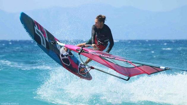 Votre séjour windsurf pour progresser dans les vagues de Rhodes
