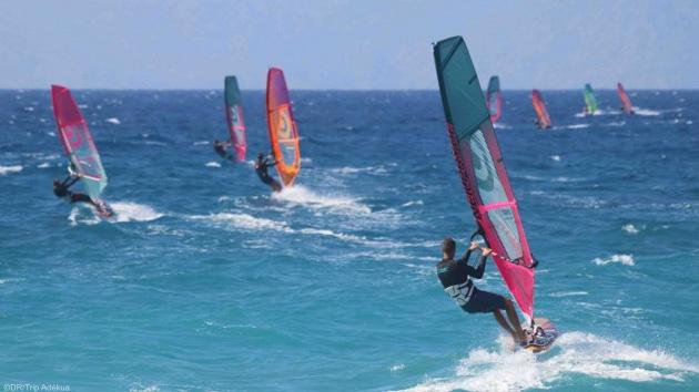Naviguez sur les meilleurs spots de windsurf de Rhodes