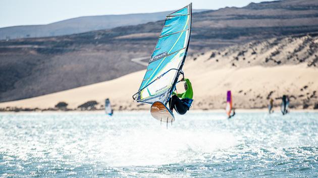 Naviguer en windsurf sur le spot de Sotavento aux Canaries