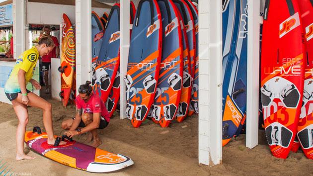 Progressez en windsurf sur le lagon de Sotavento aux Canaries