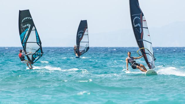 Progressez en windsurf sur le spot de Theologos en Grèce