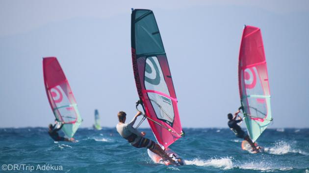 Progressez en windsurf sur les meilleurs spots de Rhodes en Grèce