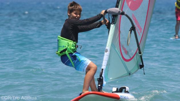 Naviguez en windsurf dans les meilleures conditions à Rhodes