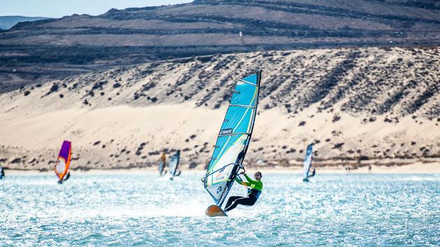 Progressez en windsurf dans les plus belles vagues de Fuerte