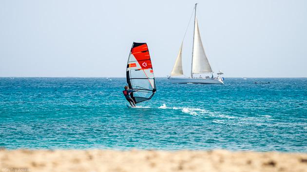 Débutez en windsurf pendant votre séjour à Sal