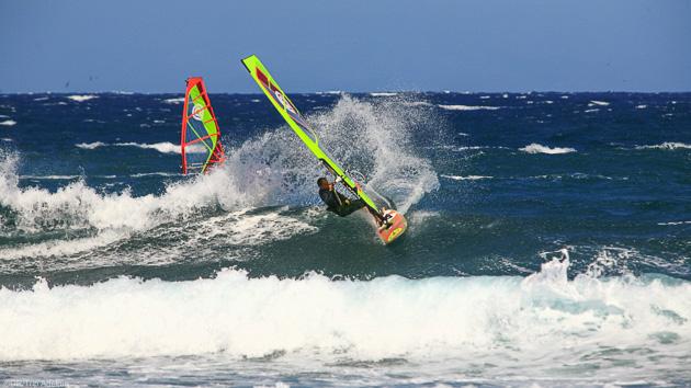 Un séjour windsurf parfait pour progresser dans les vagues de Tenerife
