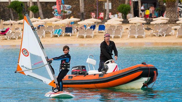Des cours de windsurf pour débutant à Lanzarote aux Canaries