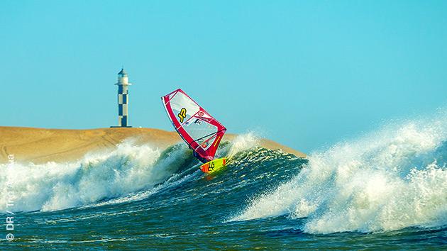 Laissez vous guider sur les meilleures vagues de la région de Mancora au Pérou en surf et windsurf